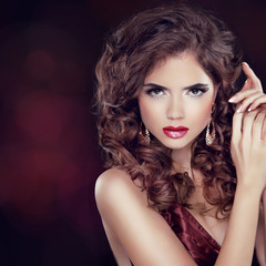 Beauty Fashion Woman Portrait. Jewelry. Wavy Hairstyle and Make-