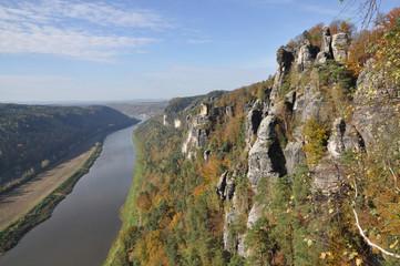 Blick von der Bastei zur Elbe