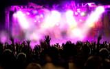 Concierto de musica. Publico y escenario