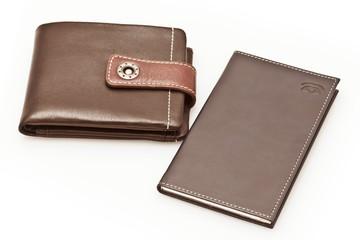 Кожаный кошелек и телефонная книга