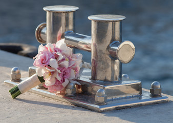 Mooring bitt and bridal bouquet