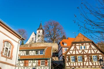 Fachwerkhäuser und Bergkirche von Zwingenberg