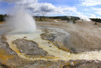 steam volcanic thermal fissures, yellowstone nat park,usa