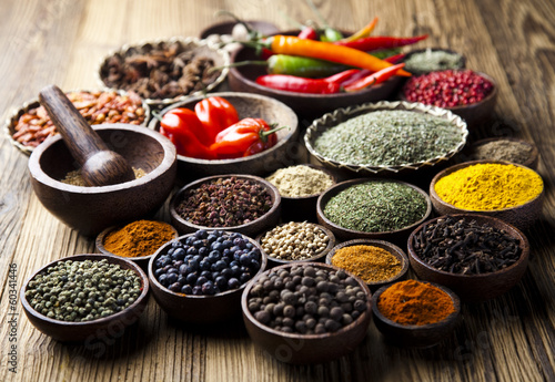Keuken foto achterwand Bestsellers Spices on wooden bowl background