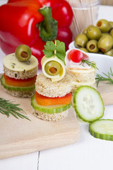 finger foods: bread, peppers, cucumber, cheese and olives
