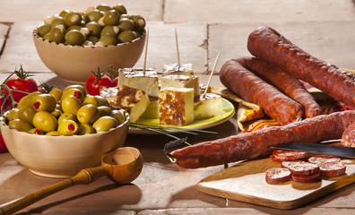 Olives et chorizo