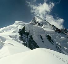 Ushba, pic des montagnes du Caucase. Géorgie et la Russie