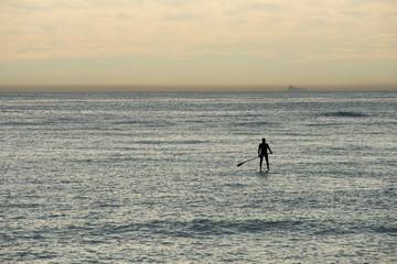 Surf con remo en el mar