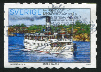Ferry and views of Stora Nassa