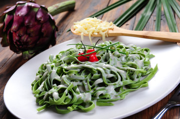 Spinach noodles with white sauce