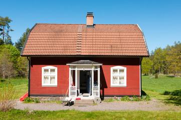 Typisch rotes Holzhaus in Schweden