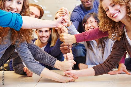 Leinwanddruck Bild Zusammenarbeit und Teamwork in Universität