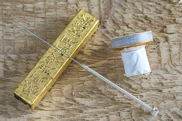 Akupunktur Nadel mit Moxakegel