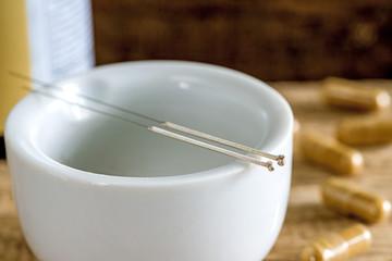 Akupunktur Nadeln mit Mörser