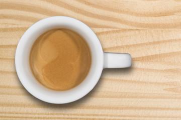 Tazzina di caffè su tavolo di legno