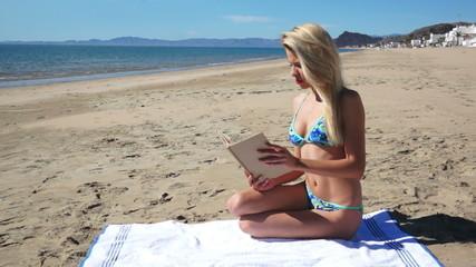 Beach Bikini Girl Sit Reading