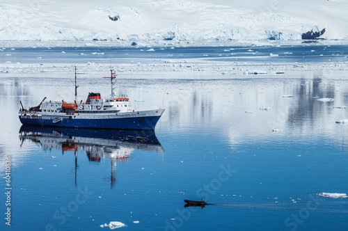 Poster Antarctica antarctica ship