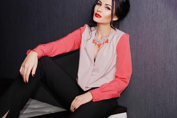 блузка с бусами