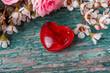 Rotes Herz und Blumen