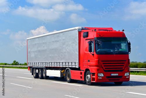 Transport von Waren mit LKW // truck shipping - 60448474