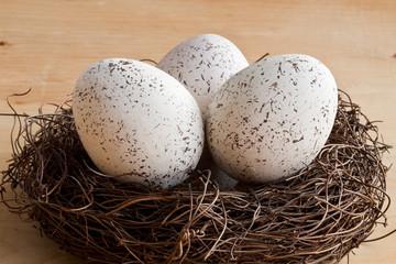 Osternest und drei Eier