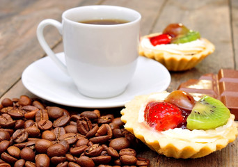 coffee with fruit baskets on a wooden table
