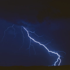 Lightning in the sky strikeing down