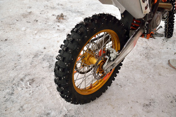 motocross motorcycle wheel with thorns