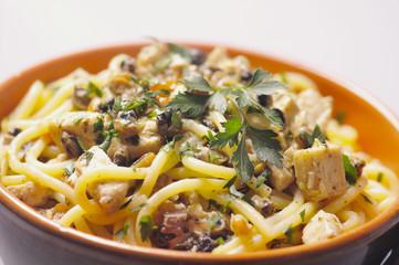 spaghettoni freschi con pesce spada e patelle