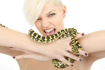 junge Frau mit Schlange