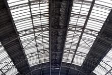 Plafond dans la station de chemin de fer