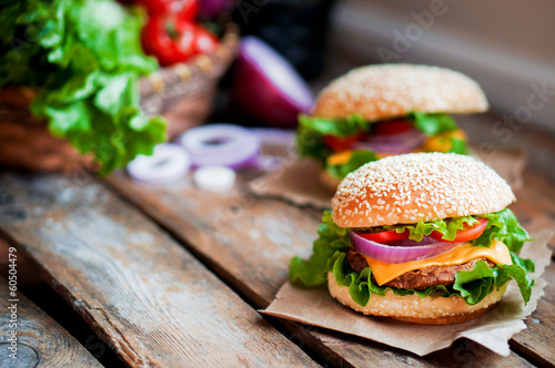 Aluminium Salade Closeup of home made burgers on wooden background