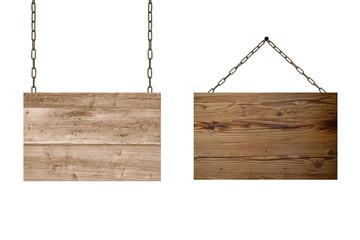altes Holzschild hängt an Kette