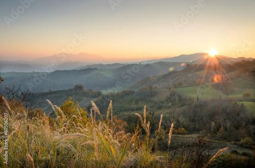 Fotobehang Heuvel Tramonto da Sogliano