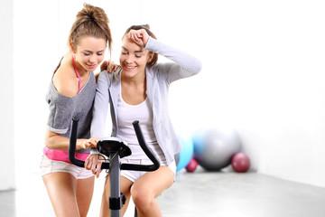 Ćwiczenia na rowerze treningowym