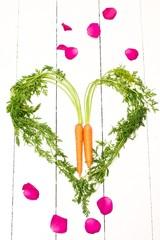 Karottenherz und Rosenblätter