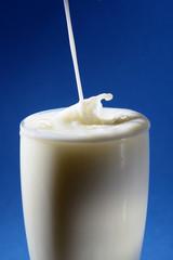 Vertiendo leche