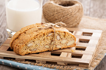 Wholewheat biscotti with milk