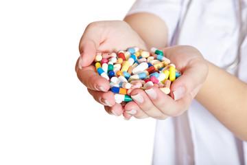 Arzneimittel in den Händen