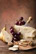 still life con formaggio parmigiano e frutta
