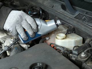 Brake fluid topping up
