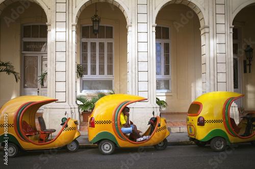 Foto op Canvas Centraal-Amerika Landen HAVANA, CUBA - JUNE 21: Vintage cars on the streets of Havana, J