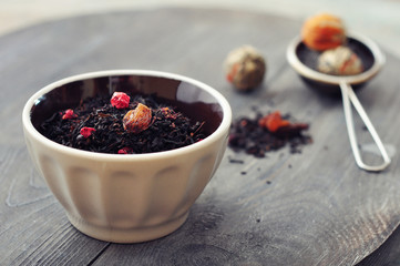 Dry tea with dried berries