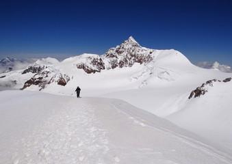 Alpiniste dans le massif du Mont Rose, Valais - Alpes