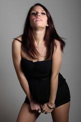 Ritratto di ragazza con vestito nero