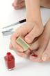 Frau bei Nagelpflege und Pediküre