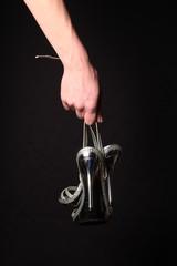 Schuhe in Frauenhand