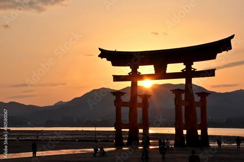 torii-miyajima-w-japonii