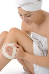 Frau massiert Beine