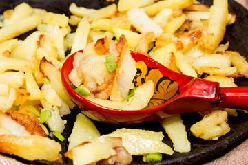 Домашняя жареная картошечка